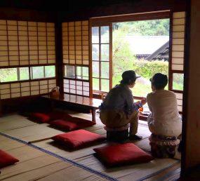 古き良き日本が味わえる古民家カフェはらっぱの様子